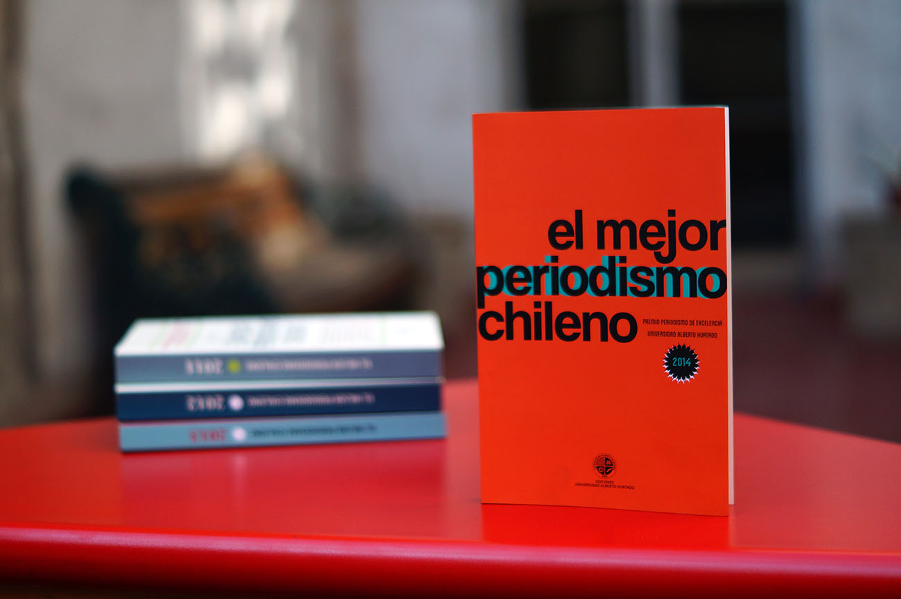 """El libro """"El mejor periodismo chileno 2014"""" estará disponible en librerías desde la próxima semana."""