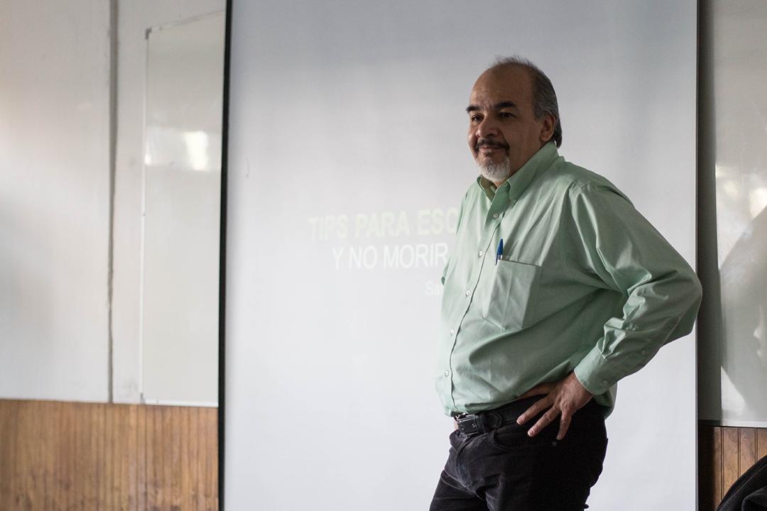 Ignacio Rodríguez Reyna durante su taller en la UAH. Foto: Pablo Baeza Contreras.