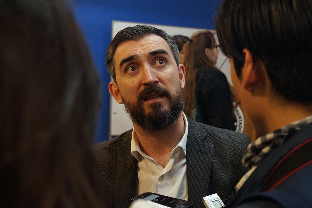 Ignacio Escolar responde preguntas de los estudiantes de Periodismo UAH. Foto: Patricio Contreras.