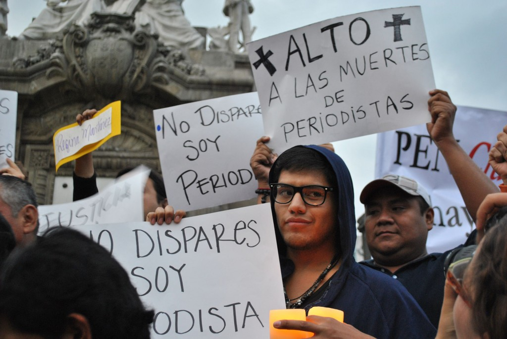 """Manifestación """"Veladoras por la libertad de prensa"""", Ciudad de México. Foto: Protoplasma Kid en Wikimedia Commons (cc)."""