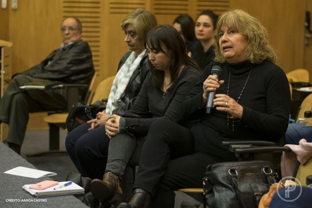 """Asistentes al conversatorio """"Injuria y cárcel"""", organizado por la Red de Periodistas Chile. Foto de Aarón Castro."""