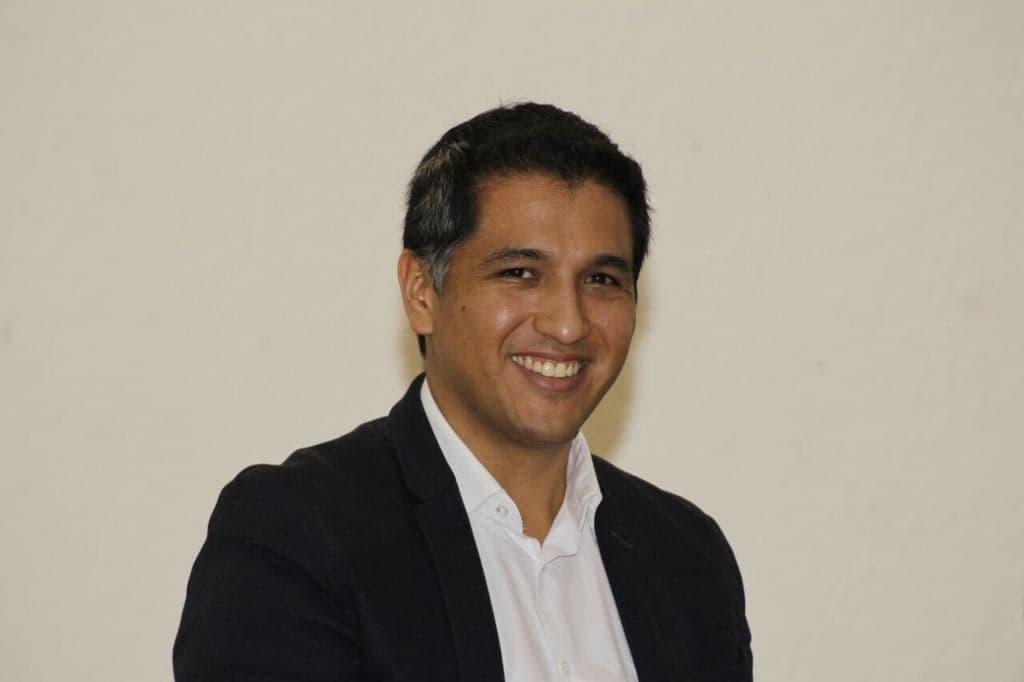 Luis Velásquez.