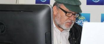 Foto cedida por Mario San Martín. Noviembre de 2014, foto tomada en la oficina de Mario, mientras redacta noticias para su sitio web.