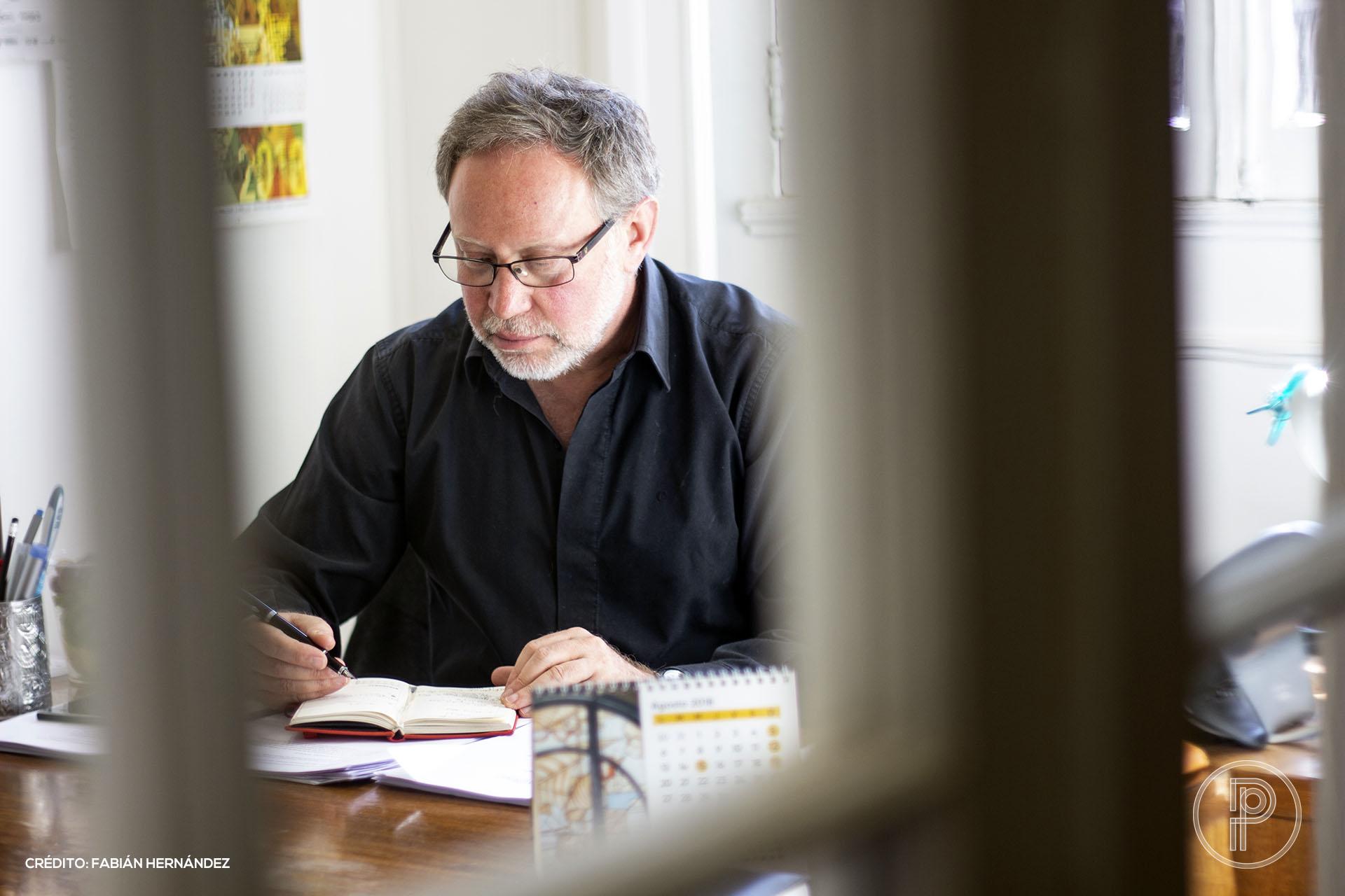 Roberto Herrscher, director de la Escuela de Periodismo de la Universidad Alberto Hurtado. Foto: Fabián Hernández