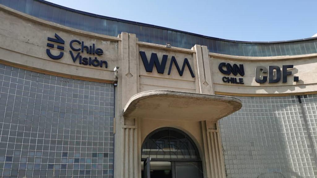 Fachada de los estudios de los canales de Warner Media, en las antiguas instalaciones de Machasa.
