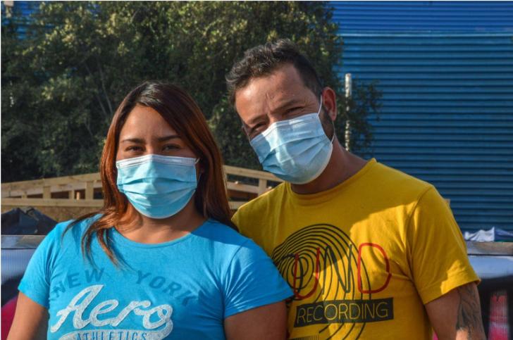 Natalia y Marcos, dirigentes de la Comunidad Mauricio Fredes. 30 de mayo de 2021, comuna de Quilicura. (FOTO: Polet Herrera).